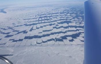 Разрезающий лед мост Конфедерации в Канаде