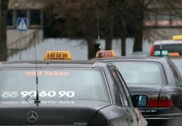 Власти Нарвы пообещали таксистам закрыть глаза на их незнание эстонского языка