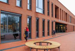 Министерство не считает проблемой массовый уход учеников из Кохтла-Ярвеской госгимназии