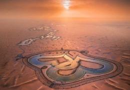 Озеро любви в Дубае: два сердца посреди пустыни