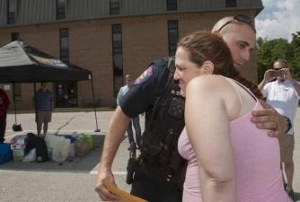 Полицейский помог женщине, которую он должен был арестовать за воровство