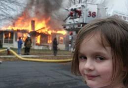 Героиня мема Disaster Girl (девочка-поджигательница) Зои Рот продала его за полмиллиона долларов
