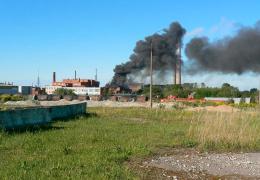 В Силламяэ горит здание завода Силмет