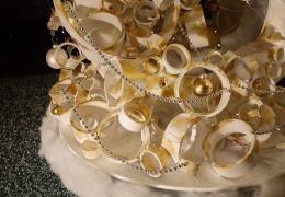 Креативная рождественская ёлка из старой шины и трубок ПВХ
