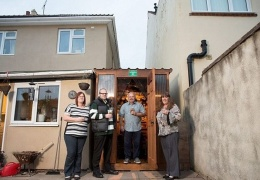 Отличное применение пустующему пространству между соседними домами