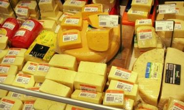 Теневой бизнес в Нарве поменял направление: теперь в Ивангород везут сыр