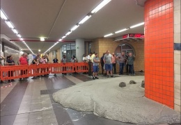 Строители случайно разлили 5 кубометров бетона в метро