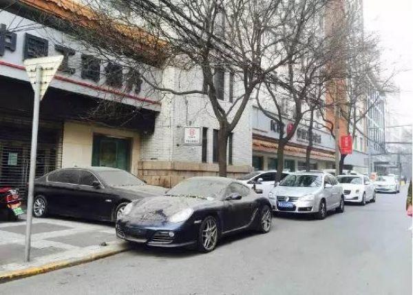 Два упрямых китайца больше года не трогают свои машины из-за ссоры