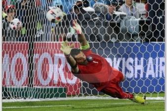 Сборная Германии по пенальти обыграла итальянцев и вышла в полуфинал Евро-2016