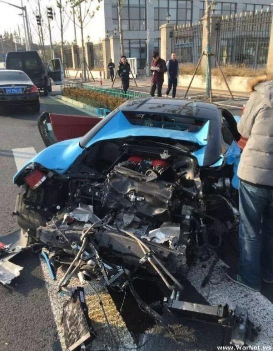 Роскошный Ferrari с варварски оторванной задницей