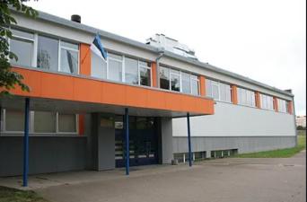 В Нарвской Пяхклимяэской гимназии выпускников на госэкзамене разделили на две группы