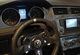 Невероятно реалистичная игровая установка, повторяющая салон Volkswagen Golf