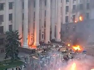 """МВД Украины объявило, что Дом профсоюзов в Одессе подожгли """"коктейлями Молотова"""" сверху"""
