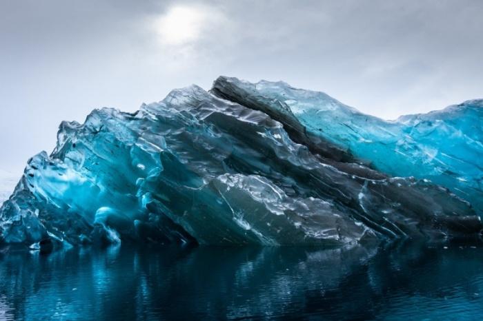 В Антарктиде нашли перевернутый айсберг