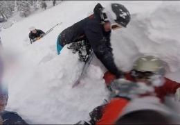 Спасение сноубордиста, застрявшего в сугробе