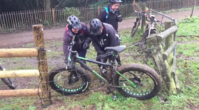 Как отцепить велосипед от элкетроизгороди