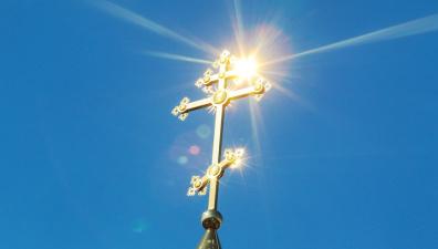 Православные верующие празднуют Покров