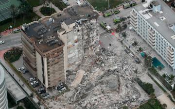В Майами обрушилось 12-этажное здание, ведется поиск выживших
