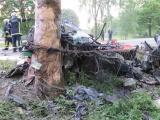 ФОТО: в Кехтна двое мужчин разбились на врезавшемся в дерево автомобиле
