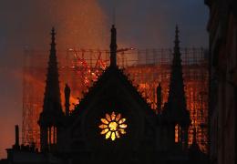 Помощь в восстановлении собора Парижской Богоматери предлагают со всех уголков мира
