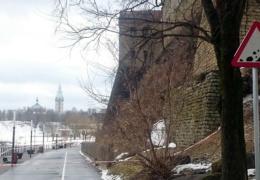 Из-за камнепада гулять по Нарвскому променаду возле замка опасно