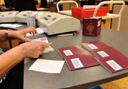 Паспорта с десятилетним сроком действия будут выдавать лишь с 2017 года, срок действия ID-карт менять не станут