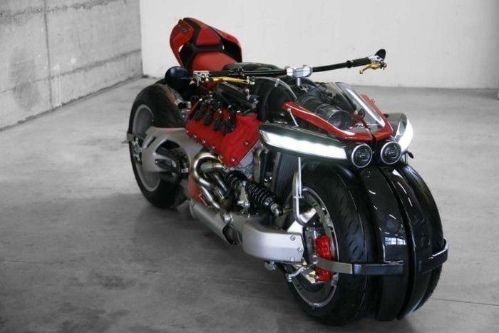 Lazareth LM487 - безумный мотоцикл с двигателем V8