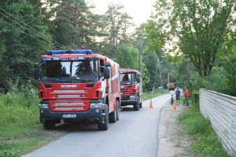 Спасатели из Нарва-Йыэсуу: водители осложняют тушение пожара, так как рвут пожарный рукав