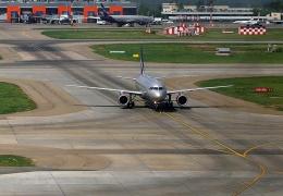 Медведев допустил приостановку полетов из РФ в другие страны