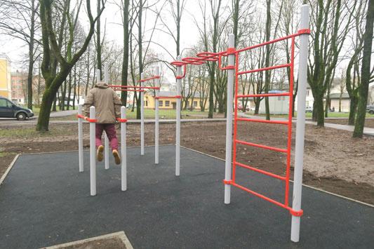 В Нарве открыли одну спортивную и две детские площадки