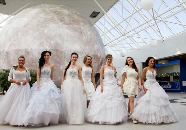 """""""Сбежавшие невесты"""" помогут открыть сезон на променаде"""