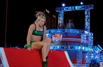 Женщина впервые сумела пройти трассу в финале телешоу American Ninja Warrior
