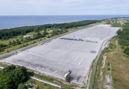 Палдиски опустели транзитные парковки, через которые в Россию шли люксовые автомобили