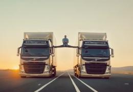 Ван Дамм и грузовики