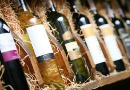 Налоговики ловят незаконных перевозчиков алкоголя из Латвии при помощи камер