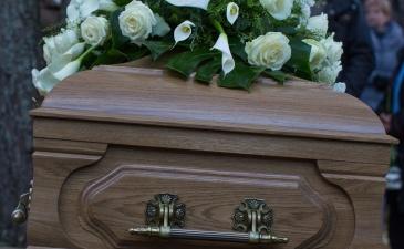 В Нарве пожаловались на гробы