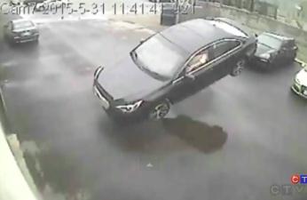В Канаде Subaru Legacy преодолела гравитацию и влетела в автосервис