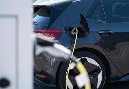 Производители: отсутствие пунктов зарядки может ограничить использование электромобилей