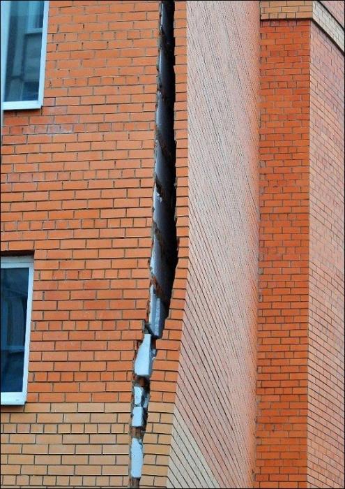 У вас стена отклеилась