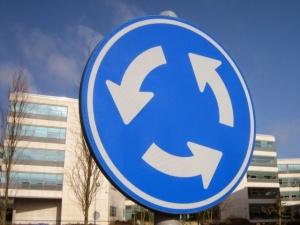 Медведев утвердил изменения в правилах проезда перекрестков
