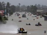 Хьюстона превратились в реки, но дожди не прекращаются