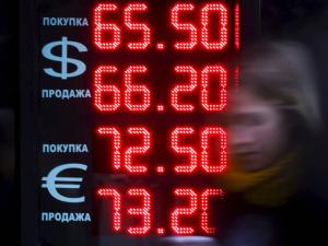 """Медведев: курс рубля """"вернется"""", экспортеры продадут валютную выручку"""