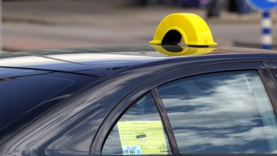 Нарвские таксисты протестуют против новых языковых требований