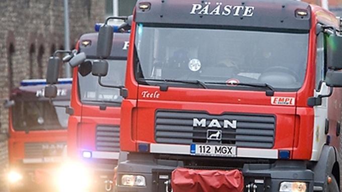 В Нарве при пожаре в заброшенном детском садике погиб мужчина