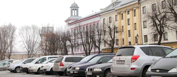 Платная парковка в Нарве может появиться после муниципальной полиции