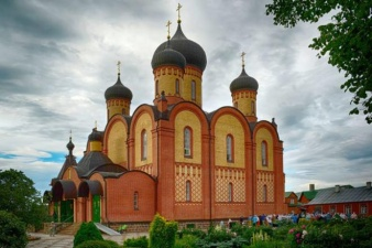 В Пюхтицком монастыре коронавирусом заражены 92 человека