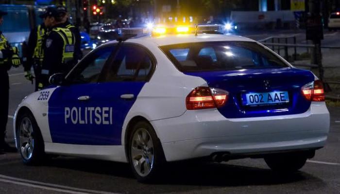 В столкновении двух автомобилей в Нарве пострадали два человека, полиция ищет свидетелей