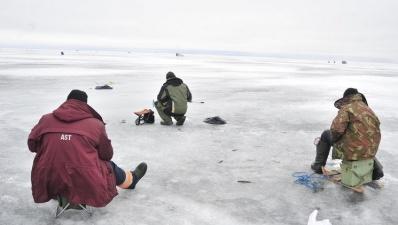 На Чудском озере рыбаки заблудились в тумане