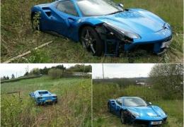 Разбитый Феррари за $260 000 обнаружили в поле возле английской деревни