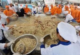 В погоне за мировым рекордом в Бишкеке приготовили почти 1,5 тонны бешбармака и 117 метров чучука
